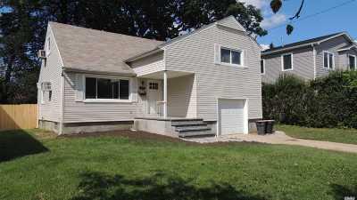 Merrick Single Family Home For Sale: 118 Bedford Ave