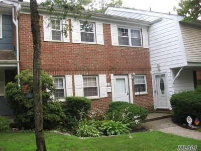 Hauppauge NY Condo/Townhouse For Sale: $219,000