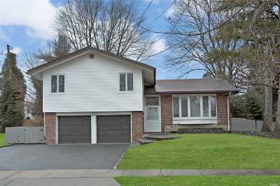 Jericho Single Family Home For Sale: 135 Forest Dr