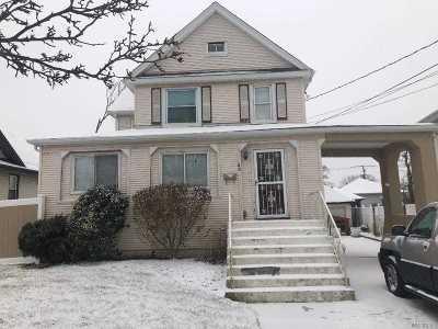 Freeport Single Family Home For Sale: 46 Sportsmans Ave