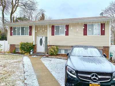 central Islip Single Family Home For Sale: 97 Vanderbilt Ave