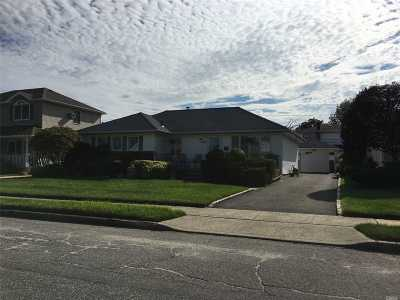 Wantagh Single Family Home For Sale: 1060 McLean Ave