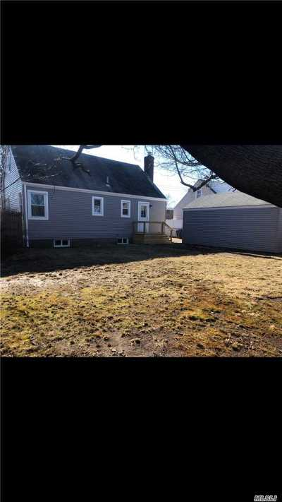 Levittown Single Family Home For Sale: 3581 Mallard Rd