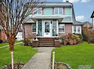 Lynbrook Single Family Home For Sale: 27 Union Pl