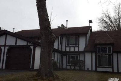 Suffolk County Single Family Home For Sale: 20 Amesworth Ct