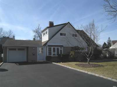 Levittown Single Family Home For Sale: 34 Radial Ln