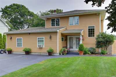 Moriches Single Family Home For Sale: 57 Crystal Beach Blvd