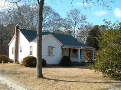 Hampton Bays Single Family Home For Sale: 23 Squiretown Rd