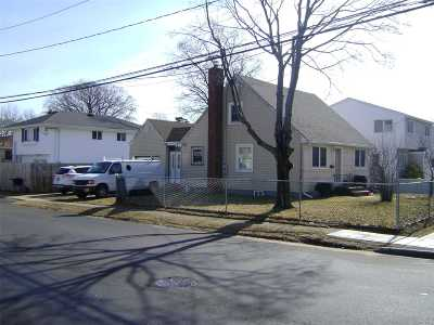 Copiague Single Family Home For Sale: 390 Grant Ave