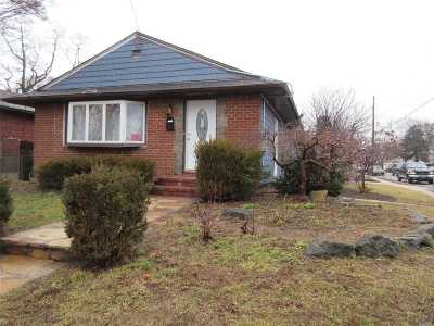 Westbury NY Single Family Home For Sale: $409,999