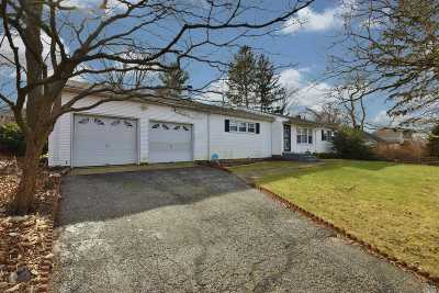 Huntington Single Family Home For Sale: 10 Queens St