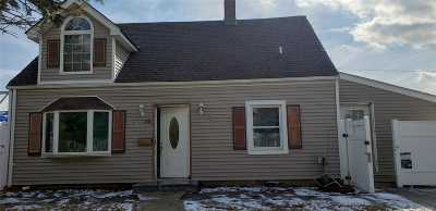 Levittown Single Family Home For Sale: 36 Bluegrass Ln