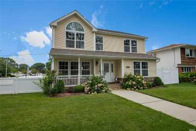 Massapequa Single Family Home For Sale: 146 N Hickory St