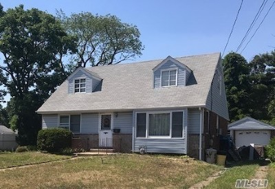 Farmingdale Single Family Home For Sale: 31 Lowell Dr