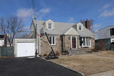 East Meadow Single Family Home For Sale: 2555 6th Ave
