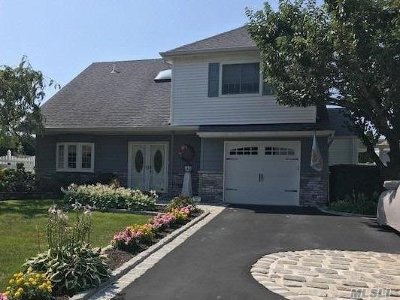 Copiague Single Family Home For Sale: 321 S Lagoon Dr