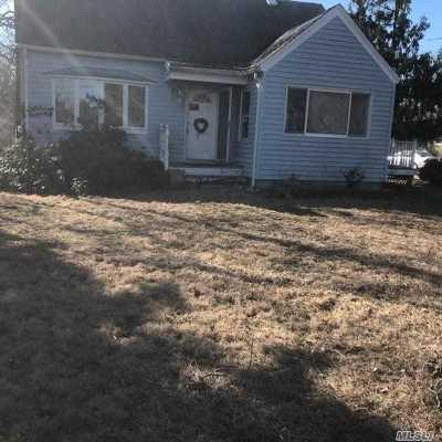 Mattituck Single Family Home For Sale: 2590 Bay Ave