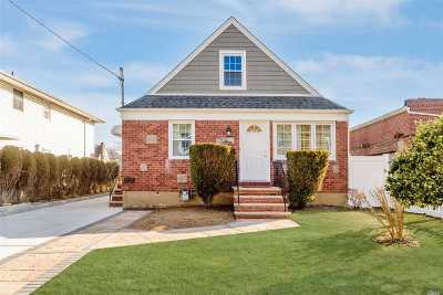 New Hyde Park Single Family Home For Sale: 4 N 10th St
