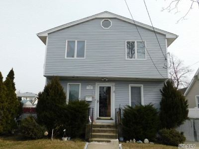 Bellmore Single Family Home For Sale: 100 Hale Pl