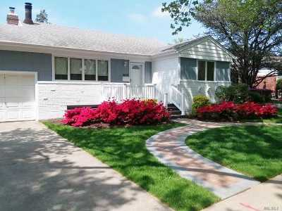 Little Neck Single Family Home For Sale: 262-09 Grand Central Pky
