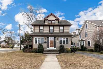 Rockville Centre Single Family Home For Sale: 32 Woods Place