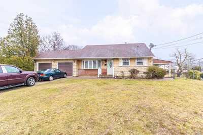 Bay Shore Single Family Home For Sale: 12 Cambridge