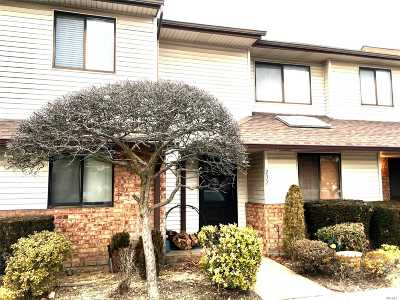 Wantagh Condo/Townhouse For Sale: 232 Aspen Ct
