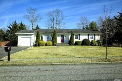 Hauppauge Single Family Home For Sale: 81 Atlantic Pl