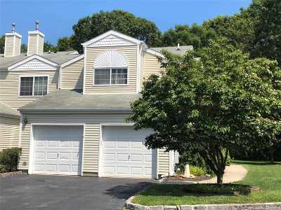 Manorville Condo/Townhouse For Sale: 140 Farm House Ct