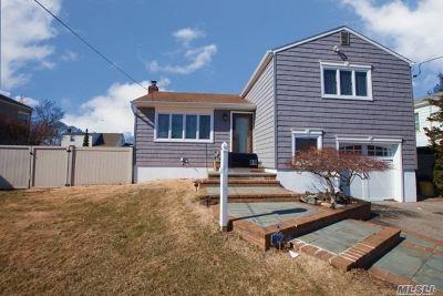 Farmingdale Single Family Home For Sale: 89 Midwood Ave
