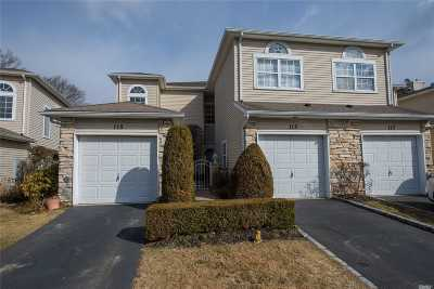 Hauppauge Condo/Townhouse For Sale: 113 Windwatch Dr