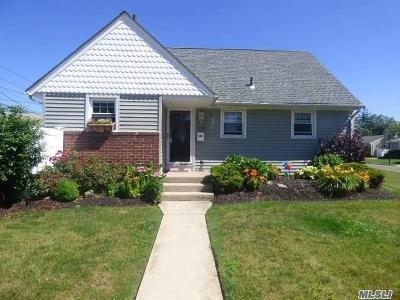 Westbury Single Family Home For Sale: 2591 Park St