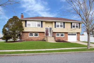 Massapequa Single Family Home For Sale: 1 Shoreham Rd