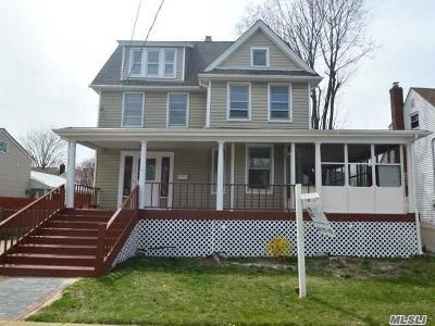 Freeport Single Family Home For Sale: 60 Westside