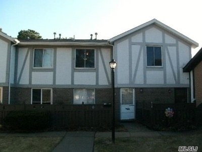 Medford Condo/Townhouse For Sale: 633 W End Dr