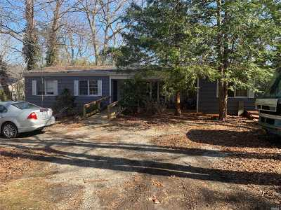 Smithtown Single Family Home For Sale: 111 Brooksite Dr