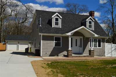 Holtsville Single Family Home For Sale: 1053 Waverly Ave