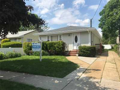 Nassau County Single Family Home For Sale: 129 Allen St