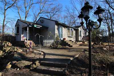 Ronkonkoma Single Family Home For Sale: 447 Shelter Rd