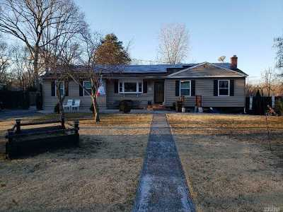 Lake Ronkonkoma Single Family Home For Sale: 21 Crossover Rd