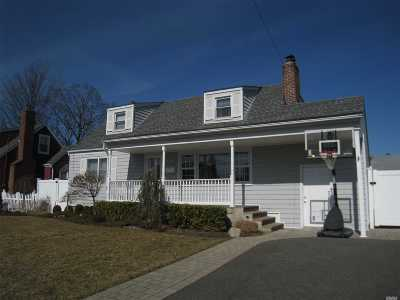 Massapequa Single Family Home For Sale: 245 N Hickory St