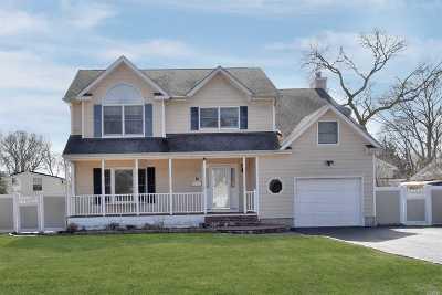 East Islip Single Family Home For Sale: 14 Melanni Pl