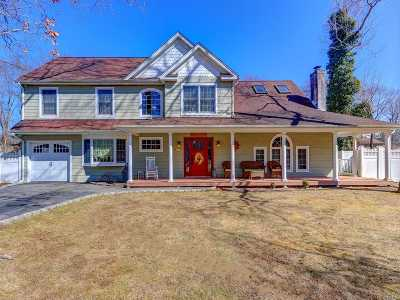 East Islip Single Family Home For Sale: 43 Hollins Ln