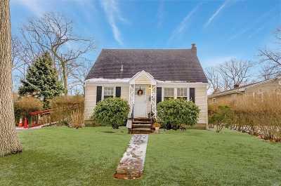 Lake Ronkonkoma Single Family Home For Sale: 20 Carlson Rd