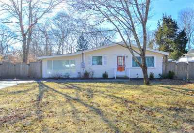 Hampton Bays Single Family Home For Sale: 42 School St
