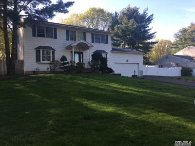 Dix Hills Single Family Home For Sale: 3 Stonehurst Ln