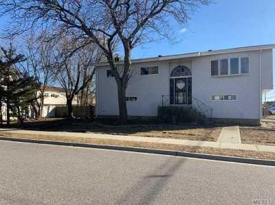 Freeport Single Family Home For Sale: 695 S Long Beach Ave
