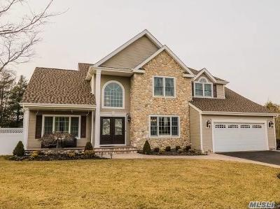 Holtsville Single Family Home For Sale: 6 Greenbriar Ct