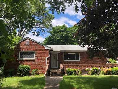 Holtsville Single Family Home For Sale: 38 Williams Ave