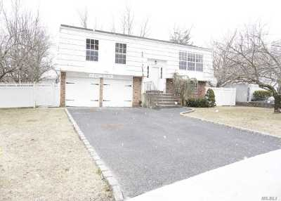 Smithtown Single Family Home For Sale: 40 Sandy Hollow Dr